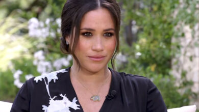 Photo of Meghan Markle bashed for stepping on Kate Middleton's toes: 'But I deserve to be Queen!'